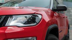 Jeep Compass 4xe Trailhawk: il gruppo ottico anteriore