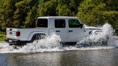 Jeep Gladiator attraversamento fiume