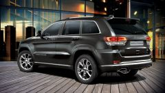 Jeep Grand Cherokee 2015: vista 3/4 posteriore