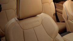 Jeep Grand Cherokee 2021, interni: i sedili sono riscaldati e ventilati
