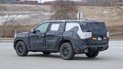 Jeep Grand Cherokee 2021: si nota il padiglione allungato