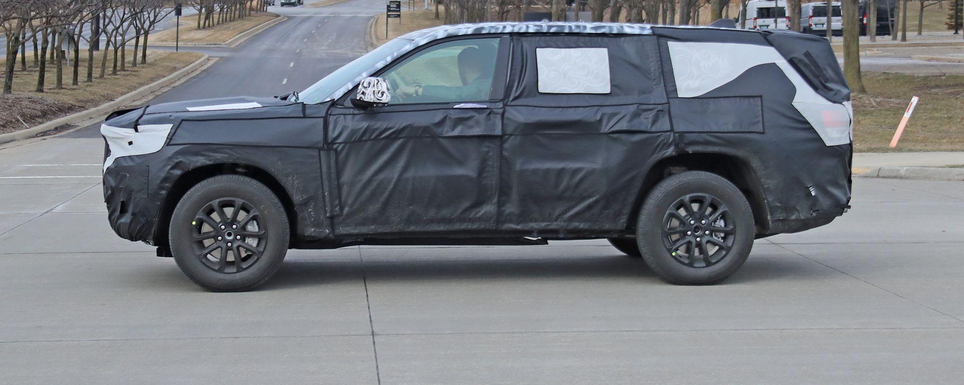 Jeep Grand Cherokee 2021: terza fila di sedili e motori mild-hybrid