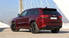 Jeep Grand Cherokee SRT 2017: vista 3/4 posteriore
