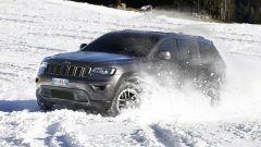 Jeep Grand Cherokee Trailhawk 2017 affronta la neve con le gomme di serie