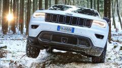 Jeep Grand Cherokee Trailhawk 2017 ha trazione anche con una ruota sollevata
