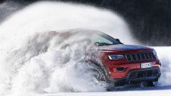 Jeep Grand Cherokee Trailhawk 2017: la neve alta non la spaventa