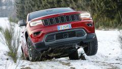 Jeep Grand Cherokee Trailhawk: al centro del paraurti c'è il radar dell'adaptive cruise control