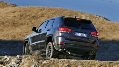 Jeep Grand Cherokee Trailhawk: vista 3/4 posteriore
