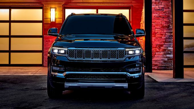 Jeep Grand Wagoneer 2021: il frontale