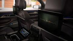Jeep Grand Wagoneer 2022: i tre schermi per chi siede dietro