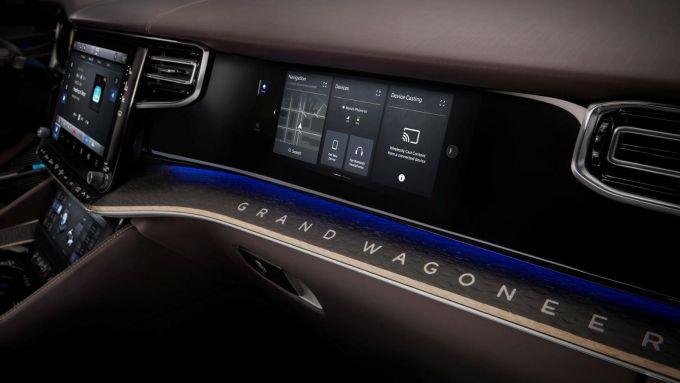 Jeep Grand Wagoneer 2022: lo schermo per il passeggero