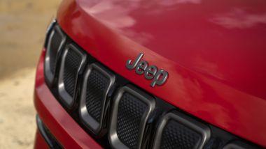 Jeep (RED) Compass, dettaglio del cofano