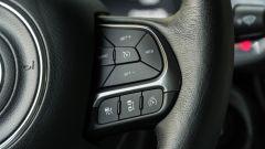 Jeep Renegade 4xe Limited, comandi al volante per il cruise control adattivo