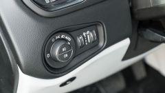Jeep Renegade 4xe Limited, il comando delle luci