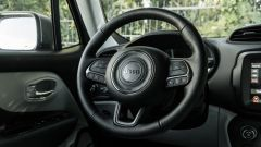 Jeep Renegade 4xe Limited, il volante