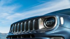 Jeep Renegade 4xe Limited, l'iconica griglia a 7 aperture