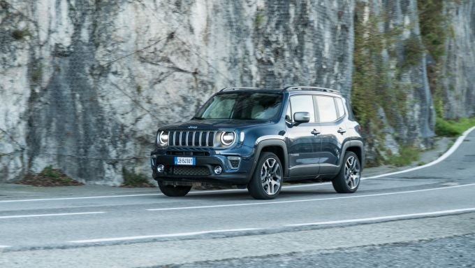 Jeep Renegade 4xe Limited plug-in hybrid, il test drive