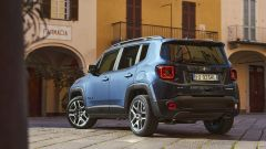 Jeep Renegade 4xe Limited, vista 3/4 posteriore