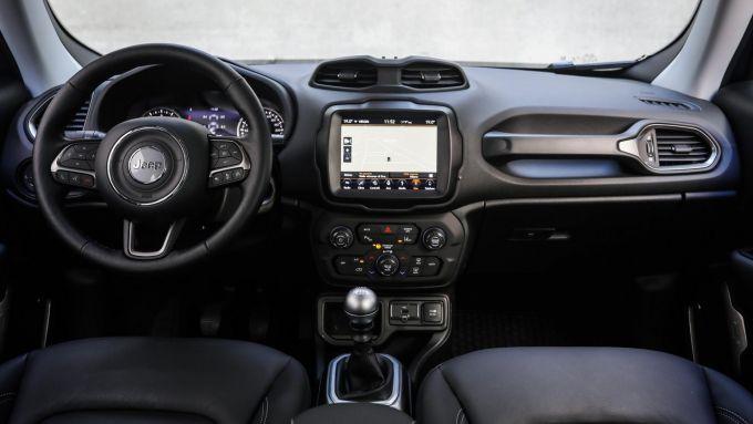 Jeep Renegade: gli interni della versione aggiornata nel 2018