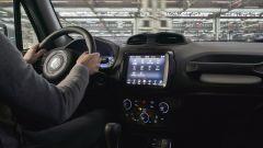 Nuova Jeep Renegade S, il Suv veste sportivo elegante - Immagine: 13