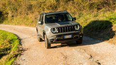 Jeep Renegade Trailhawk vista 3/4 anteriore offroad