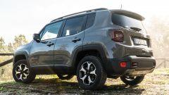 Jeep Renegade Trailhawk vista 3/4 posteriore statica