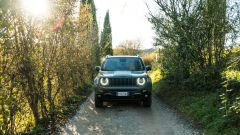 Jeep Renegade Trailhawk vista frontale offroad