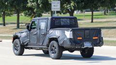 Jeep Scrambler pick up: le foto spia della Sport e della Rubicon - Immagine: 5