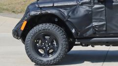 Jeep Scrambler pick up: le foto spia della Sport e della Rubicon - Immagine: 7