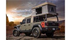Jeep Wayout concept con la tenda aperta