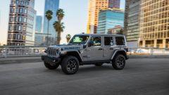 Jeep Wrangler 4xe plug-in: visuale di 3/4 anteriore