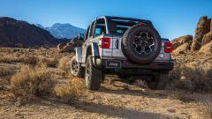 Jeep Wrangler 4xe plug-in: visuale di 3/4 posteriore