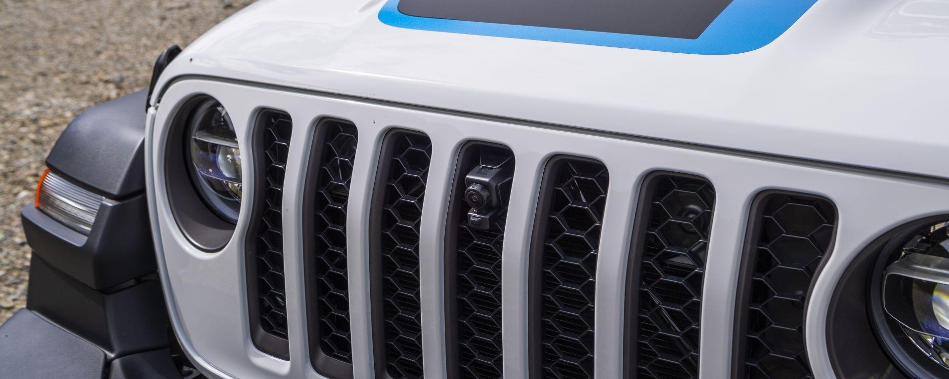 Jeep Wrangler 4xe Rubicon plug-in hybrid: dettaglio del frontale