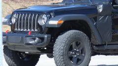 Jeep Wrangler PHEV: sotto la camuffatura potrebbe trovarsi la presa di ricarica