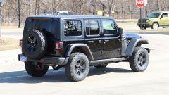 Jeep Wrangler PHEV: vista 3/4 postetriore