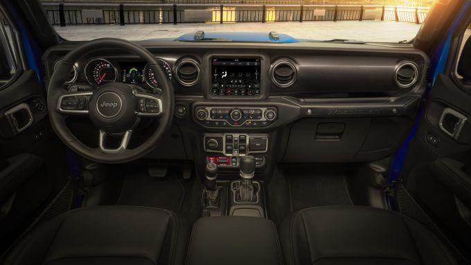 Jeep Wrangler Rubicon 392: gli interni del fuoristrada