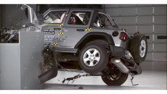 Sicurezza Jeep Wrangler: i video del crash test IIHS