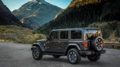 Jeep Wrangler Unlimited 2021, vista 3/4 posteriore