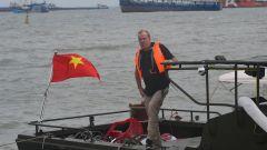 Jeremy Clarkson su una barca in Vietnam