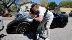 Jeremy Neves e Adrian Zamarripa a fianco della Lamborghini di Neves