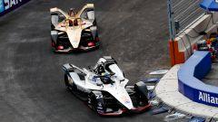 Jev alle spalle di Oliver Rowland nelle prime fasi di gara