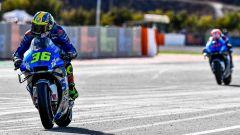 Joan Mir su Suzuki vince il GP d'Europa a Valencia staccando il suo compagno Alex Rins