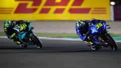 Joan Mir (Suzuki) supera Valentino Rossi (Yamaha) e va a caccia dei primi nel GP Qatar 2021