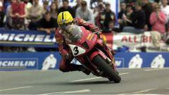 Joey Dunlop, 26 volte vincitore del Tourist Trophy all'Isola di Man, con la Honda VTR1000