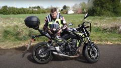 Jonny Rea e la Kawasaki Z650: il test della patente in video