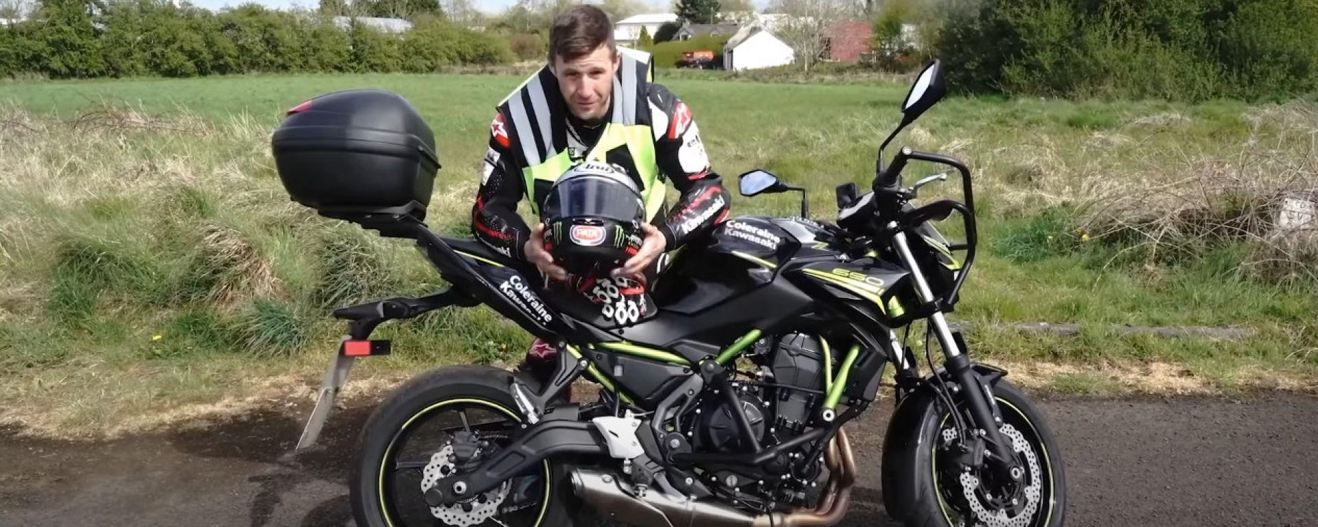 Jonathan Rea e la Kawasaki Z650. Pronti per la prova della patente