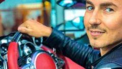 Jorge Lorenzo a bordo della Pagani Huayra Roadster