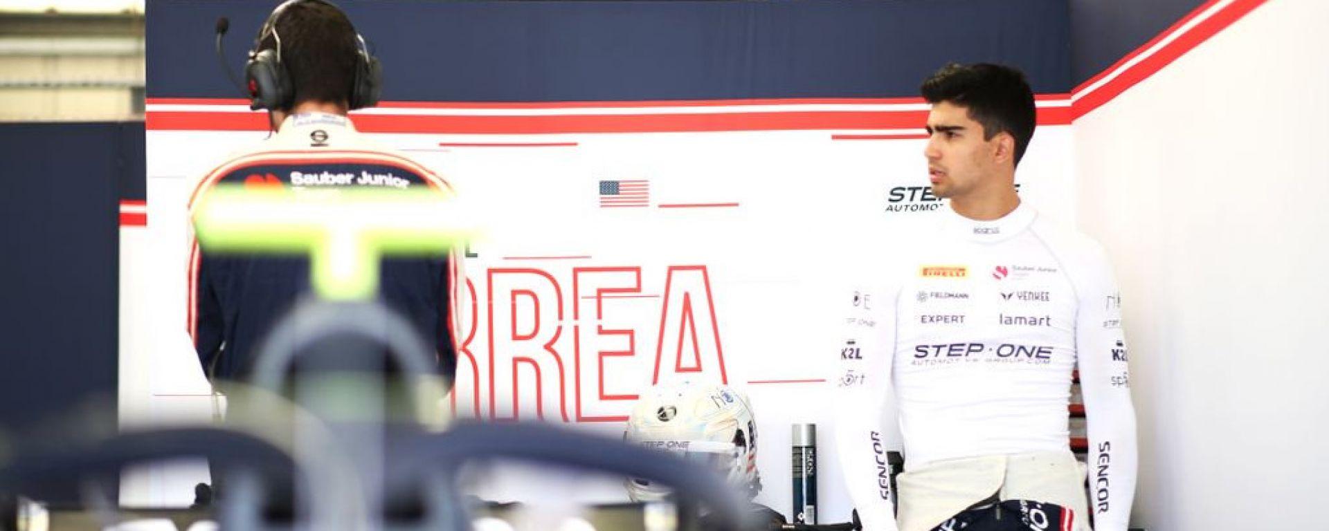 Juan Manuel Correa ai box del suo team di F2