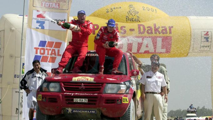 Jutta Kleinschmidt vincitrice della Parigi-Dakar 2001 su Mitsubishi Pajero