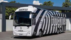 Juventus: pullman bianconero di CR7 vestito da Garage Italia Customs